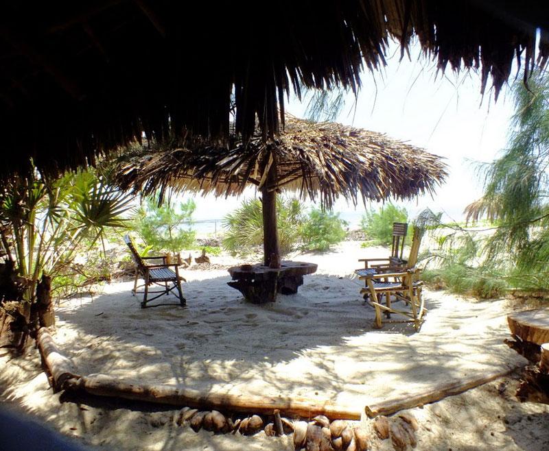 Spiaggia-Dorata-Isola-di-Robinson–Marafa-Canyon